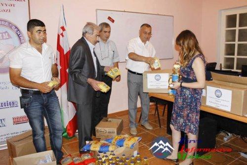 Gənclərimiz Tbilisidə daşqından zərərçəkənlərə yardım aksiyası təşkil edir