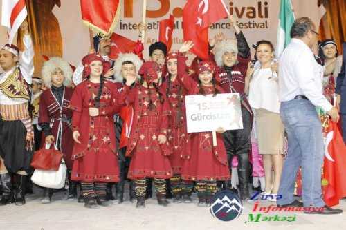 """""""Sarvan"""" folkor ansabılı Türkiyədə 15-ci Dənizli Beynəlxalq Rəqs Festivalında iştirak edib"""