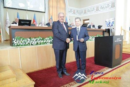 AMEA-nın bir qrup əməkdaşına orden, medal və diplomlar təqdim edilib