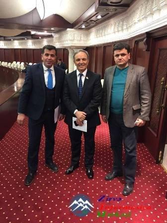 Əflatun Amaşov Parlament Jurnalistlərinin iş şəraiti ilə tanış olub