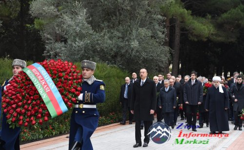 Azərbaycan Prezidenti İlham Əliyev ümummilli lider Heydər Əliyevin məzarını ziyarət edib