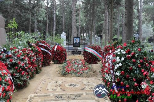 İlham Əliyev akademik Cəlal Əliyevin məzarını ziyarət edib