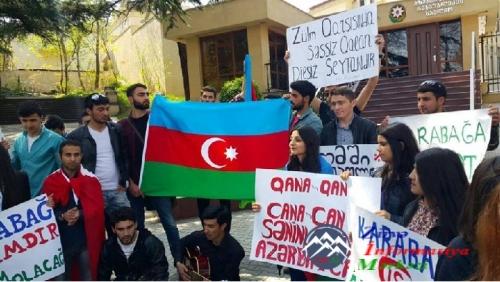 Tiflisdə tələbələr Azərbaycana dəstək yürüşü keçiriblər