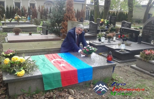 Azərbaycanlı alimlər Varşavada azərbaycanlı polkovnik Vəli bəy YADİGARın məzarını ziyarət ediblər