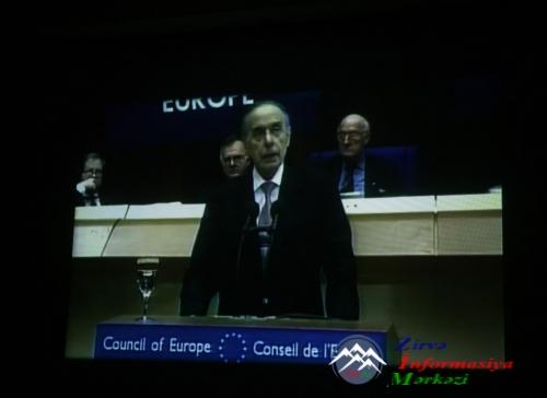 Jurnalistlər ümummilli lider Heydər Əliyevin xatirəsini anıblar