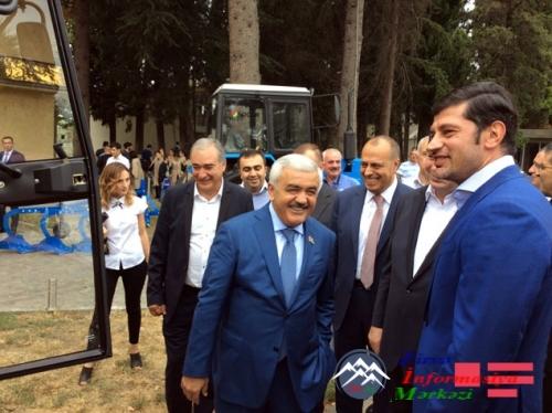 Azərbaycan prezidenti İlham Əliyev Gürcüstandakı soydaşlarımıza 8 traktor hədiyyə edib