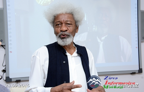 AMEA-da Nobel mükafatçısı ilə görüş keçirildi