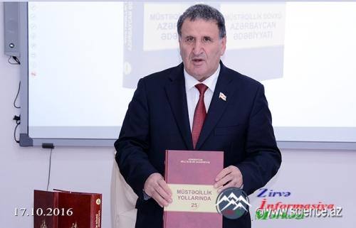 """""""Müstəqillik dövrü Azərbaycan ədəbiyyatı"""" kitabının təqdimatı olub"""
