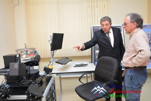 AMERİKALI PROFESSOR AMEA-nın FİZİKA İNSTİTUTDA