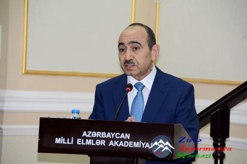 Professor Əli Həsənov AMEA Rəyasət Heyətinin iclasında məruzə ilə çıxış edi ...