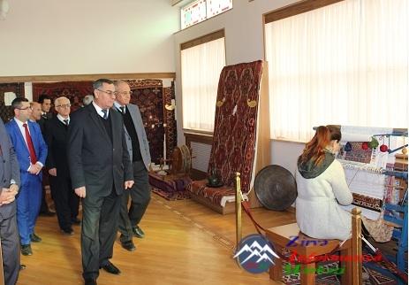 AMEA Naxçıvan Bölməsinin əməkdaşları Naxçıvan Dövlət Xalça Muzeyini ziyarət edib