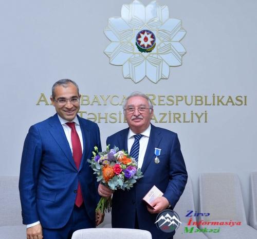 Dövlət mükafatı təqdim olunub... TƏBRİK EDİRİK!..