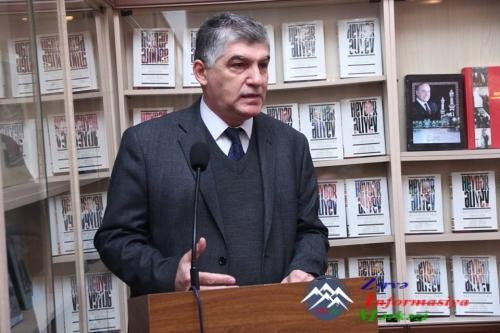 """""""Azərbaycan ədəbiyyatı və ədəbiyyatşünaslığının aktual problemləri"""" mövzusunda tədbir"""