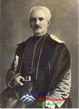 M.F.AXUNDOVUN ŞƏXSİYYƏTİ