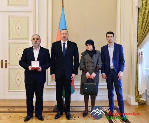 """Azərbaycan Respublikasının Prezidenti Çingiz Qurbanova """"Azərbaycanın Milli  ..."""