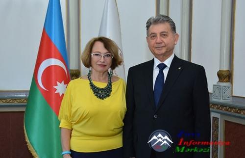 """AMEA-da Rusiyanın """"Poisk"""" qəzetinin nümayəndəsi ilə görüş keçirilib"""