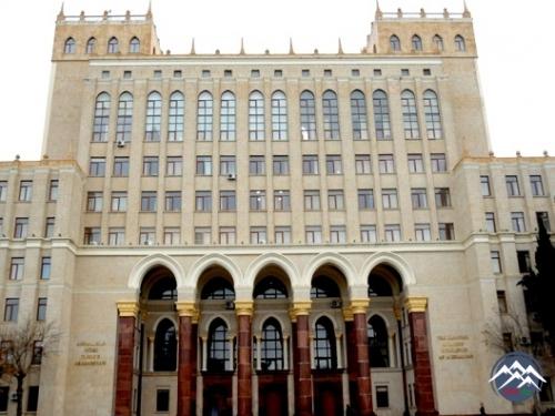 AMEA-nın İşlər İdarəsinin müdir müavini, komissiyanın katibi Sərdar Əliyevi ...