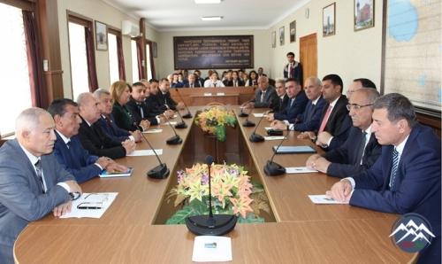 """""""Naxçıvan: tarixi yaddaş və müasir yüksəliş"""" kitabının təqdimatı olub"""