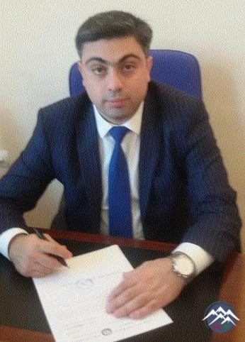 =  = = Sumqayıt şəhər 3 nömrəli xəstəxananın  baş həkimi İsa İslam oğlu Məmmədov