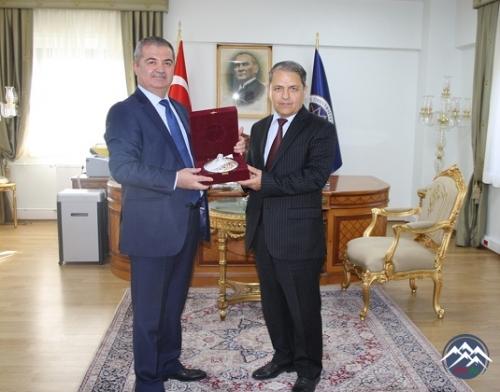AzTU-nun rektor əvəzi Xalıq Yahudov İstanbulda keçirilən seminarda iştirak  ...