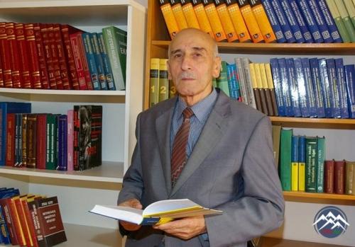 AzTU kitabxanasının məsul işçisi 50 il səmərəli fəaliyyətinə görə Fəxri Fər ...