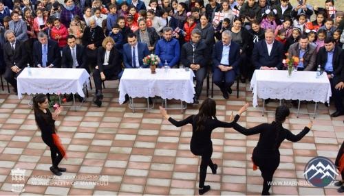 Marneuli Meri Təkəli Məktəbində keçirilən tədbirə qatılıb