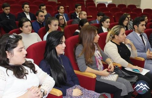 YAP Yasamal rayon təşkilatında sosial şəbəkələrdə fəal iştirak edən gənclərlə görüş keçirilib