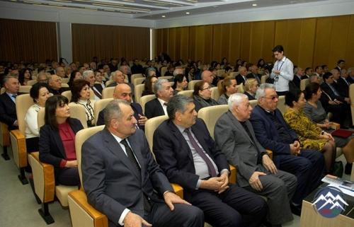 Akademik Teymur Bünyadovun 90 illik yubileyinə həsr olunan elmi sessiya keçirilib