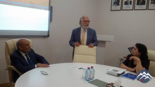 Dilçilik İnstitutunda Türk Dil Qurumunun sabiq sədri, professor Şükrü Haluk Akalınla görüş keçirilib