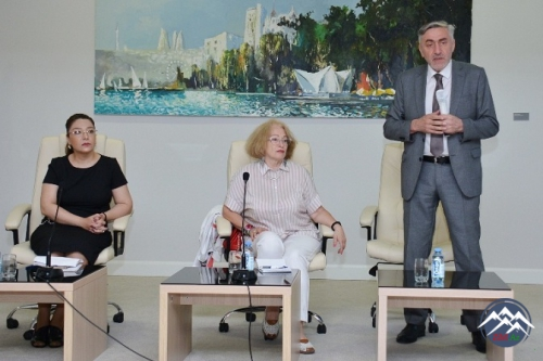 """AMEA-da """"Poisk"""" qəzetinin baş redaktor müavini Yelizaveta Ponarina ilə görüş keçirilib"""