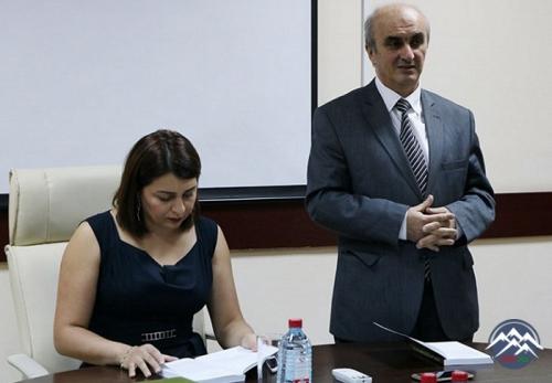 """Professor Asif Hacıyevin """"XX əsr ədəbi düşüncələr tarixi"""" kitabının təqdimatı olub"""