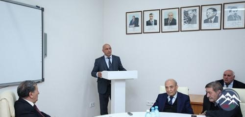 """""""İzahlı dilçilik terminləri lüğəti""""nin təqdimatı olub"""