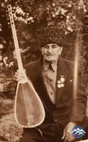 AŞIQ ƏLİXAN QARAYAZILI (1909-1998)
