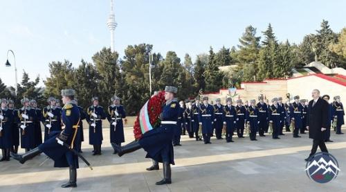Azərbaycan Prezidenti İlham Əliyev 20 Yanvar şəhidlərinin əziz xatirəsini yad edib