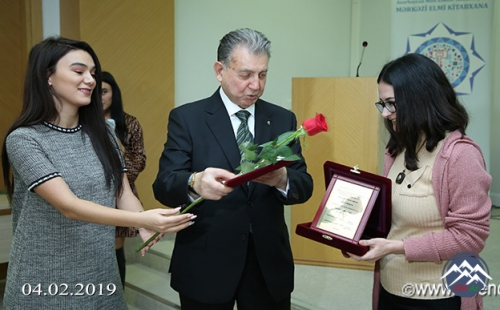 Akademik Akif Əlizadə AMEA-nın gənc alimləri ilə görüşüb