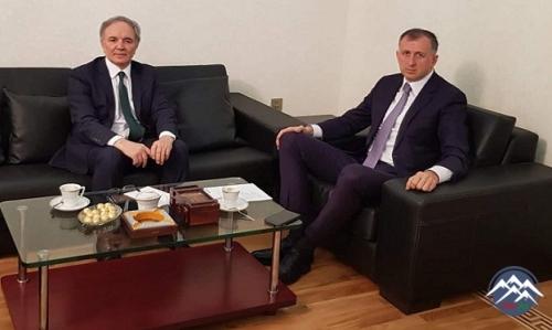 Deputat Əflatun Amaşov Gürcüstanın Azərbaycandakı səfiri ilə görüşüb