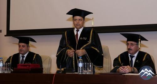Almaniyalı professor Sylvio Simona AzTU-nun fəxri doktoru adı verilib