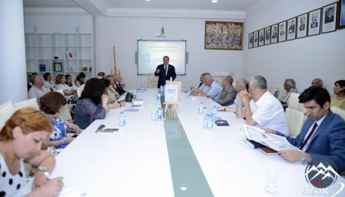 """""""Azərbaycan ədəbiyyatı tarixi""""nin birinci cildi təqdim edilib"""