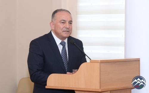 Təhsil naziri AzTU-nun rektoru Vilayət Vəliyevi universitein kollektivə təqdim edib