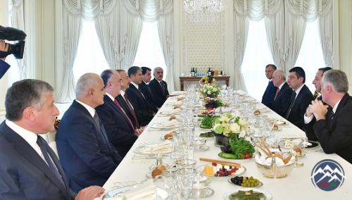 İlham Əliyev Gürcüstanın Baş Naziri Giorgi Qaxariyanı qəbul edib