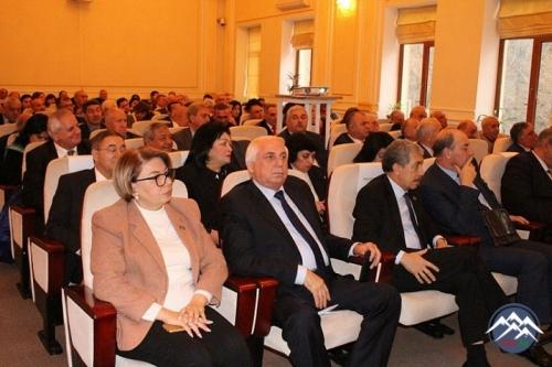 Ulu Öndərin sosial-iqtisadi fəaliyyətinə həsr olunan kitab təqdim edilib