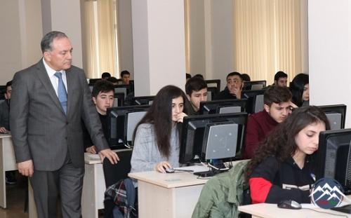 AzTU-nun rektoru imtahan prosesini izləyib