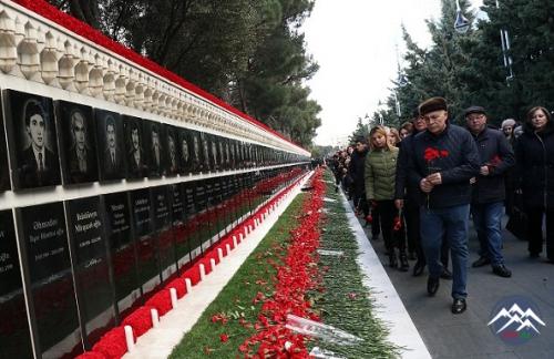 AzTU kollektivi Şəhidlər xiyabanını ziyarət edib