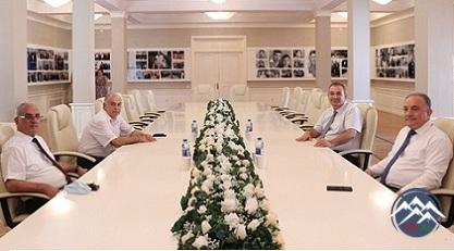 """AzTU-nun rektoruna """"Yubiley döş nişanı"""" təqdim olunub"""
