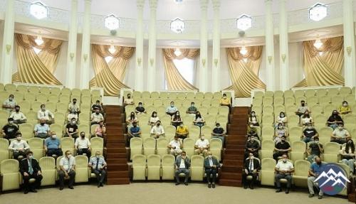 AzTU-nun rektoru yüksək bal toplayan abituriyentlərlə görüşüb